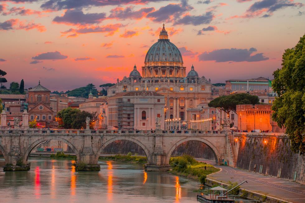 떼베레강 위 바티칸 전경
